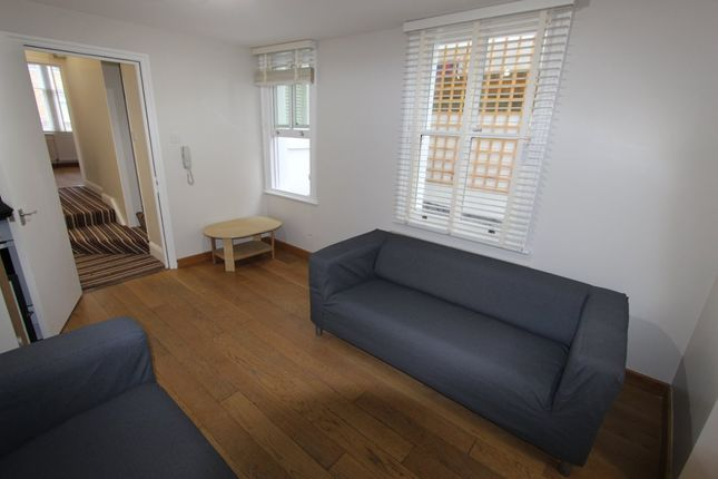 Thumbnail Flat to rent in Chatsworth Road, London