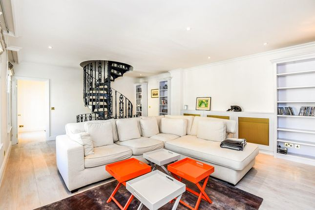 Thumbnail Town house for sale in Coleherne Mews, London