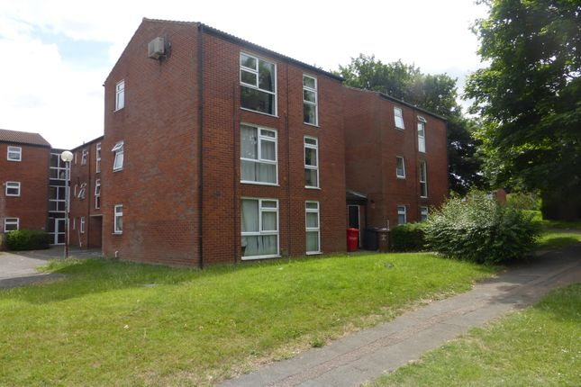 Thumbnail Flat to rent in Hopton Road, Stevenage