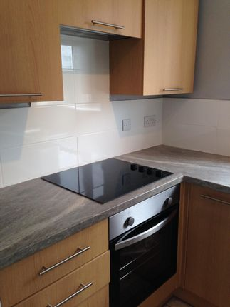 2 bed flat to rent in Mount Road, Middleton, Manchester