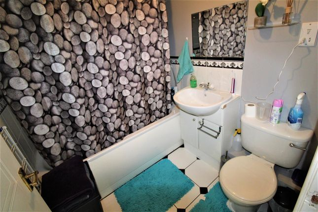 Family Bathroom of Grove Road, Luton LU1