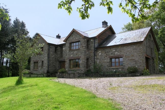 Thumbnail Country house for sale in Rhosferig, Builth Wells