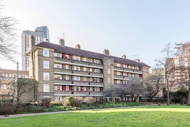 Thumbnail Flat to rent in Whitgift Street, Vauxhall