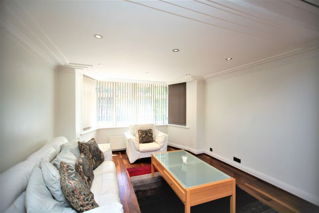 Thumbnail Property to rent in Fitzalan Road, Finchley
