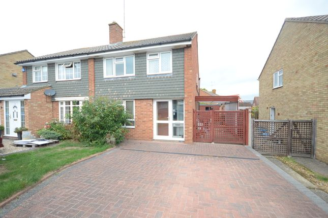 Thumbnail Semi-detached house to rent in Malvern Close, Woodley, Reading