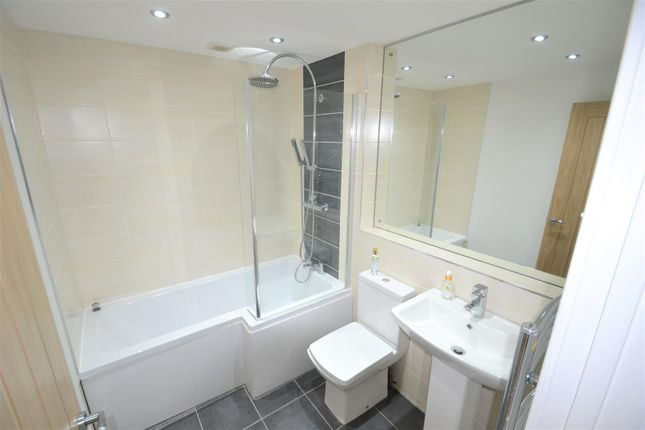 Family Bathroom of Stour Road, Tyldesley, Manchester M29