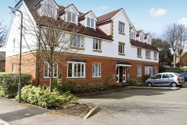 Thumbnail Flat to rent in Alexandra Gardens, Knaphill, Woking