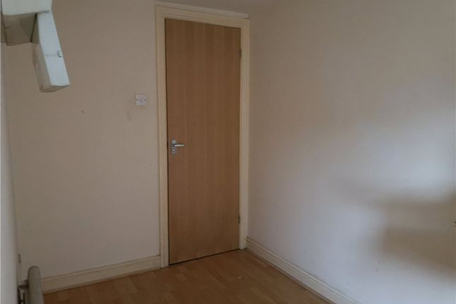 Picture No. 05 of Flat 1, 8 Hall Lane, Armley, Leeds LS12