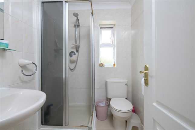 En-Suite of Killarney Close, Grantham NG31