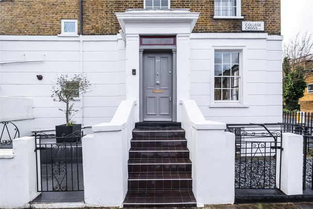 Thumbnail End terrace house for sale in College Cross, London