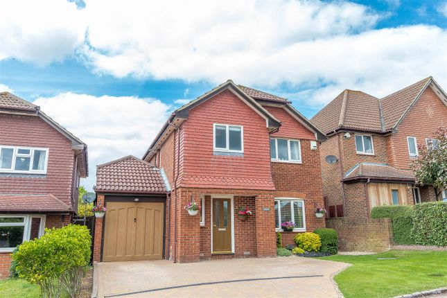 Thumbnail Detached house for sale in Saunders Close, Twyford, Reading