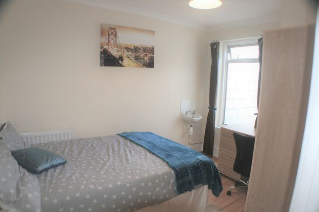 Thumbnail Shared accommodation to rent in Saunders Street, Gillingham