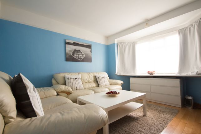 Thumbnail Bungalow for sale in Yardley Lane, Chingford
