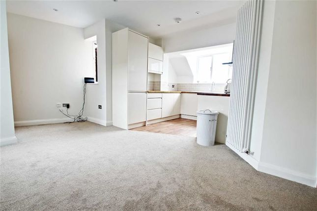 Thumbnail Flat to rent in High Street, Kings Langley