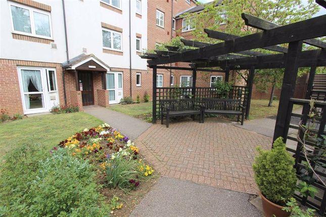 Thumbnail Flat for sale in Hamilton Court, Lammas Walk, Leighton Buzzard