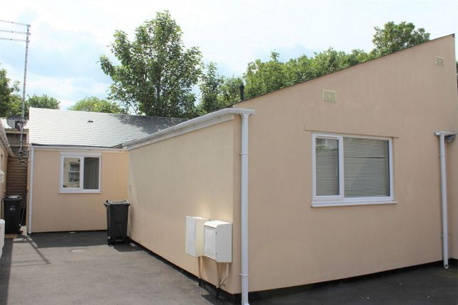 Thumbnail Detached bungalow to rent in Alma Street, Taunton