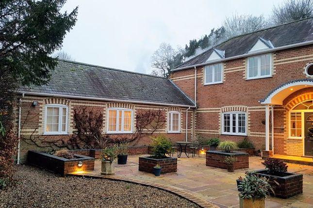 Thumbnail Cottage to rent in Gosport Road, Lower Farringdon, Alton