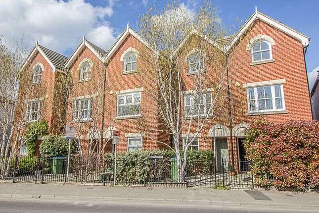 Thumbnail Property to rent in Walton Road, East Molesey