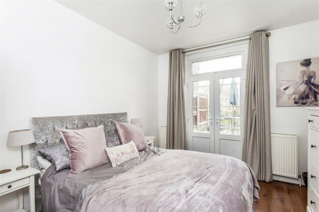 2 bed flat for sale in Worple Road, West Wimbledon