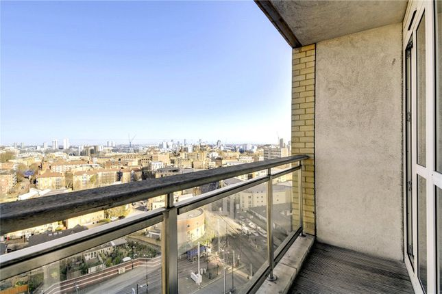 Flat to rent in Circus Apartments, Westferry Circus, London