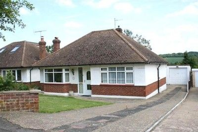 Thumbnail Bungalow to rent in Covert Road, Northchurch, Berkhamsted