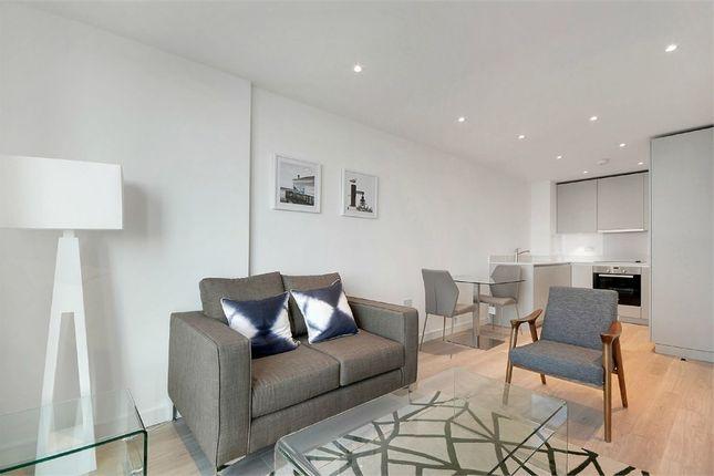 Thumbnail Flat for sale in Pinnacle Apartments, 11 Saffron Central Square, Croydon