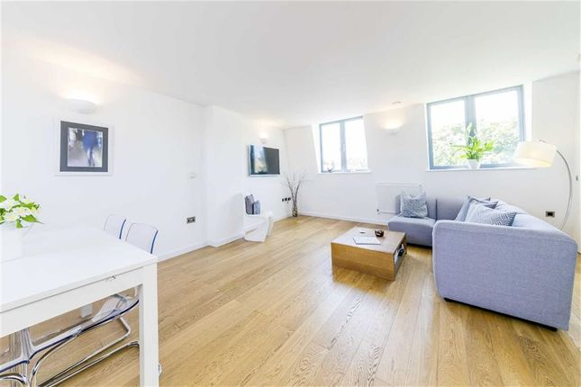 3 bed flat for sale in London