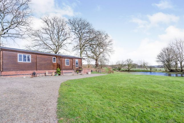 Thumbnail Lodge for sale in Featherbed Lane, Newnham Bridge, Tenbury Wells