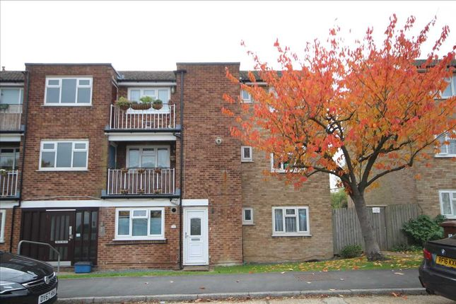 Thumbnail Flat for sale in Meadow Road, Bushey WD23.