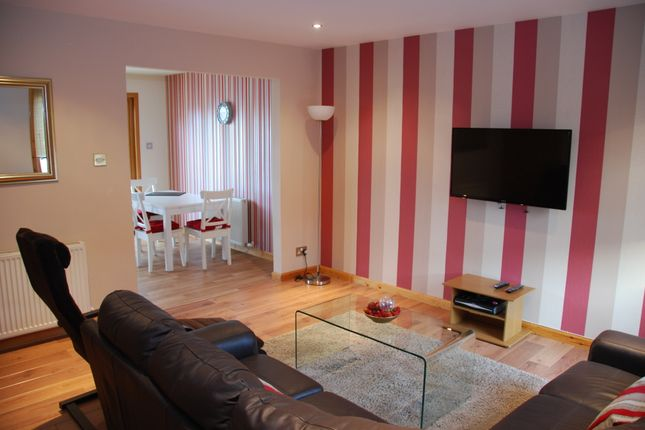 2 bed flat to rent in Inshes Mews, Inverness