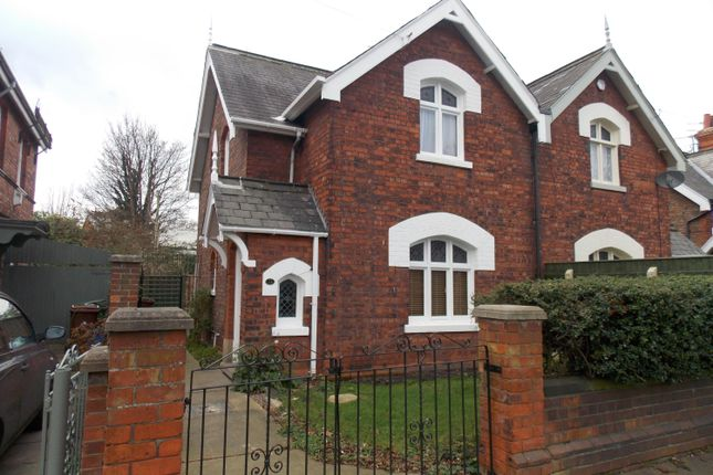 2 bedroom semi-detached house to rent in Ainslie Street, Grimsby