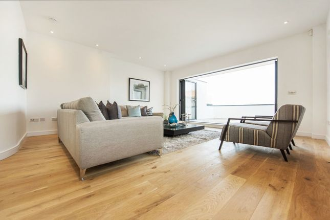 Thumbnail Maisonette for sale in Lavender Hill, London, London