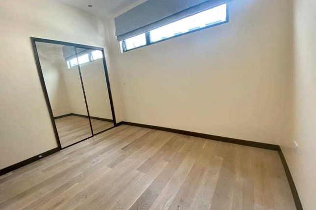 Flat to rent in Korda House, Denham Film Studios, Denham Green