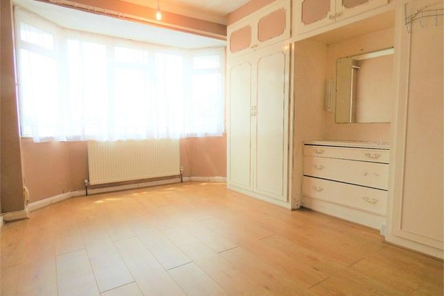 Thumbnail Semi-detached house to rent in Wood End Green Road, Hayes, Middlesex