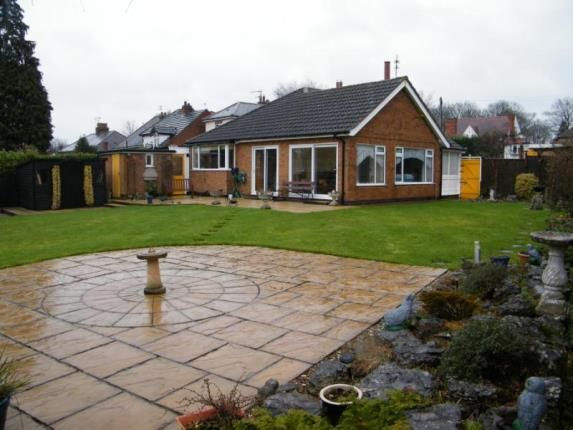 Thumbnail Bungalow for sale in Wigston Road, Oadby, Leicester