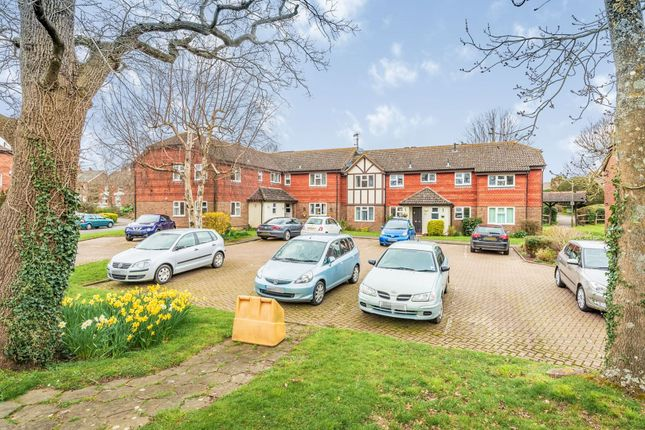 Thumbnail Property for sale in Lincolns Mead, Lingfield