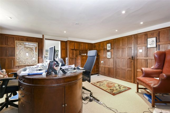 Sarratt road sarratt rickmansworth hertfordshire wd3 7 for Bedroom furniture 70123