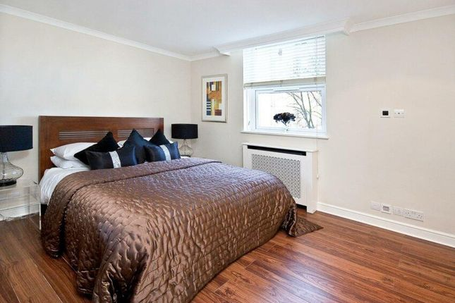 Bedroom of St. Johns Wood Park, London NW8