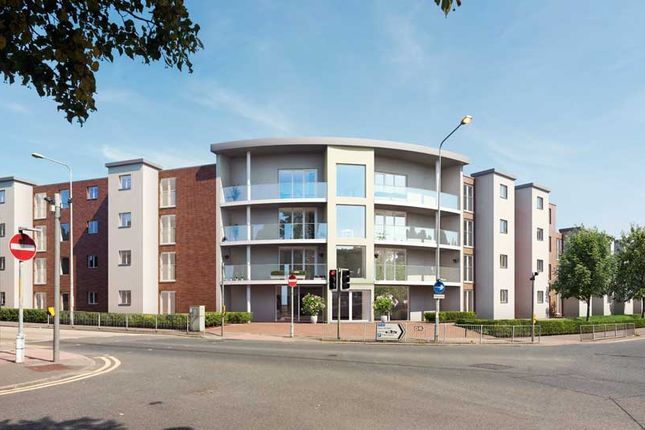 Thumbnail Flat for sale in Charlton Green, Dover