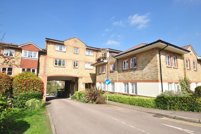 Thumbnail Flat to rent in Croydon Road, Caterham