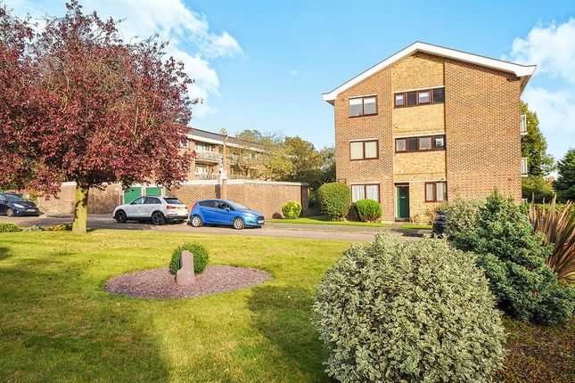 Thumbnail Flat for sale in Greenacres, London