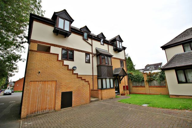 Thumbnail Flat to rent in St Annes Road, Hitchin