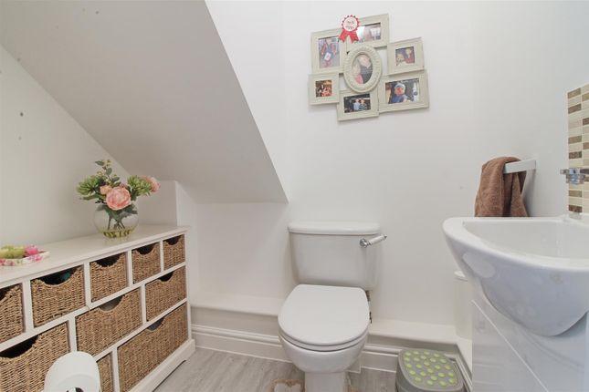 Cloakroom of Rib Way, Buntingford SG9