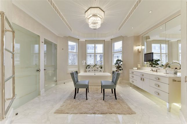 Master Bathroom of Upper Phillimore Gardens, Kensington, London W8