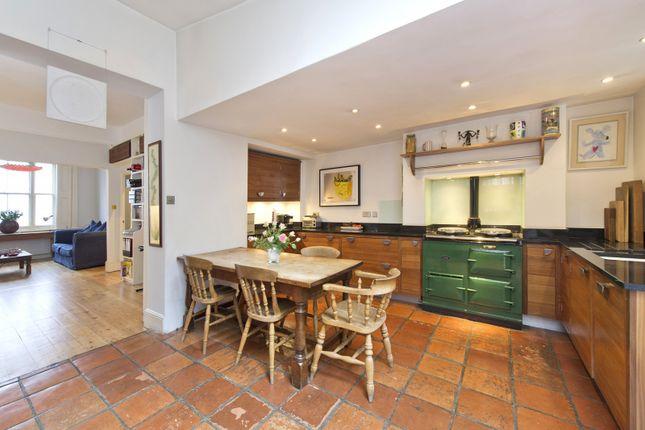 Kitchen Alt of Stratford Road, London W8