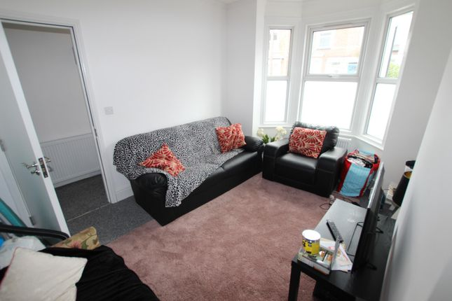 Thumbnail Shared accommodation to rent in Curzon Street, Reading, Berkshire