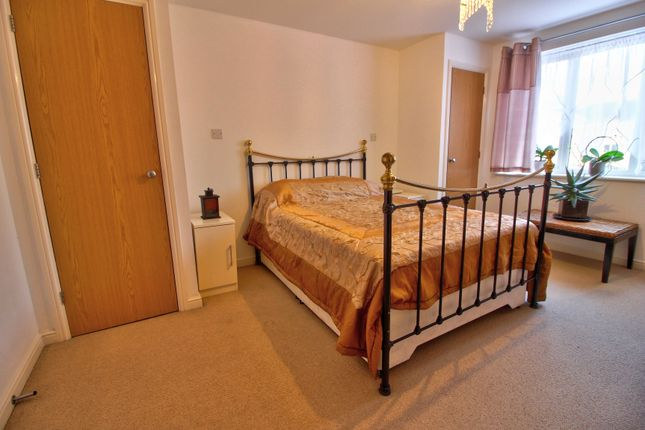 Bedroom 2 of Branagh Court, Reading RG30