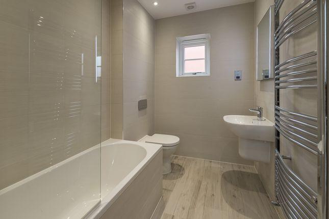 Bathroom of Hightown Place, Banbury OX16