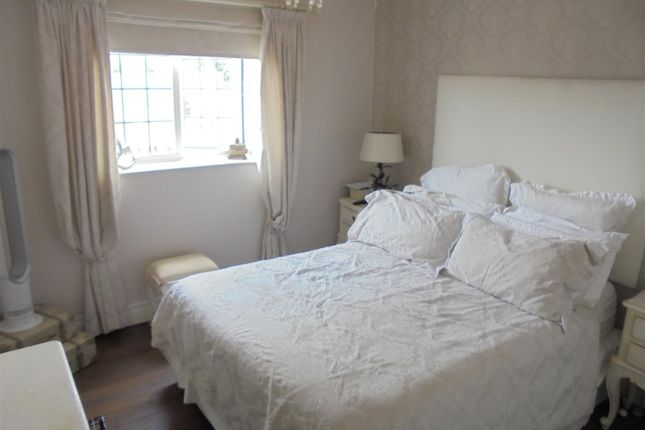 2 bed flat to rent in The Dell, Stourport-On-Severn