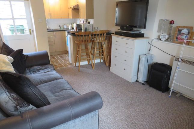 Thumbnail Cottage to rent in Manor Road, Brackley